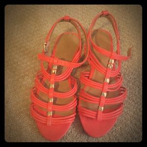 Cute coral and gold color sandals 💛